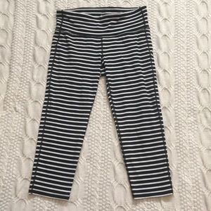 Athleta M Blk/White Stripe Capri
